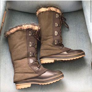 "Cougar ""storm"" snow boots"
